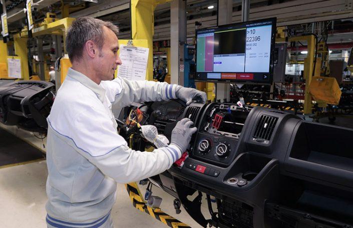 Fahrzeugfertigung Taktstraße - Thomas Starck Industriefotografie